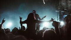 Buscando señales que muestren donde hay felicidad (Laurita Church) Tags: show fan live vivo recital music gig concert rock numetal carajo teatroflores