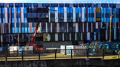 2017-04-11 – Façades (Philip Glass) (Robert - Photo du jour) Tags: avril 2017 regarddunjour façades philipglass miroir nanterre train vue grue travaux encours facade vitrine reflet