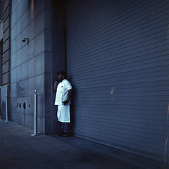 On the phone - New-York - 2012 (Spld*UZu) Tags: newyork analog rolleiflex portra argentique c41 ngatif moyenformat