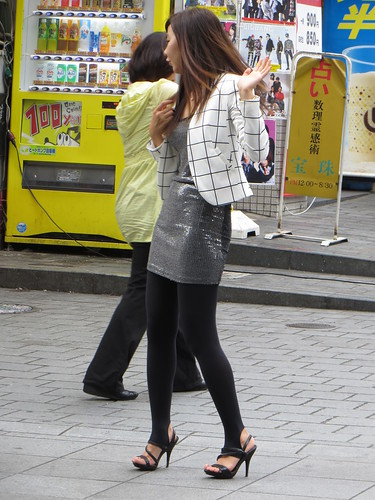 street woman girl beautiful beauty fashion japan japanese leg longhair snap 大阪 osaka onepiece photosession dotonbori sequin 道頓堀 spangle paillette stirruppants ワンピース スパンコール トレンカ