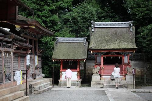 気比社(左)水若宮社(右)