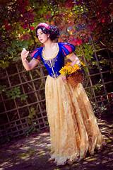 Snow White (Calssara Photography) Tags: anime fall apple cosplay manga redlips snowwhite blackhair schneewittchen whiteskin woodanimals