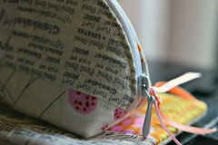 Zipper pouch / close-up (balu51) Tags: november closeup backlight ribbons sewing crafts pouch 60mm patchwork dumpling 2013 lowlightconditions zipperpouch machinequilted quiltasyougo lowvolume qayg textprints copyrightbybalu51