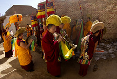 8023 Music for the procession--Zhouni , Gansu Province , China (ngchongkin) Tags: china musicians harmony lama procession gansu autofocus finegold thegalaxy flickrbronzeaward heartawards earthasia discoveryphotos artofimages worldofdetails visionaryartsgallery wonderfulasia mygearandme ringexcellence vivalavidalevel1 musictomyeyeslevel1 theredgroup niceasitgets rememberthatmomentlevel1 thelooklevel1red thelooklevel2yellow rememberthatmomentlevel2 zhouni frameitlevel1 vpul01 tgiawards