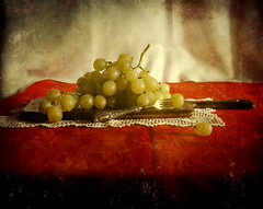 Still Life & Grapes (MargoLuc) Tags: autumn light red stilllife brown green texture window fruit vintage painting season golden december mood natural silverware grapes knight athome uva
