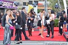 Emma Roberts and Kendall Jenner (Music4mix) Tags: california red usa cute girl beautiful fashion hair carpet losangeles model nikon long dress legs candid clothes event arrival fashionista americanmusicawards amas emmaroberts music4mix d7000 kendalljenner