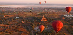 Balloons over Bagan at sunrise (Myanmar 2013)