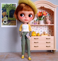 Dolly Shelf Sunday... Charlie couldn't resist showing you her outfit :) (Hitty Evie) Tags: charlie blythe custom ilovegreen iloveyellow mformonkey dol