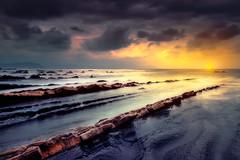 ORO EN BARRIKA (Fernando Guerra Velasco) Tags: barrika beach paísvasco largaexposición gold oro