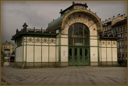 ♫♫  Karlsplatz • Plaza Carlos ♫♫