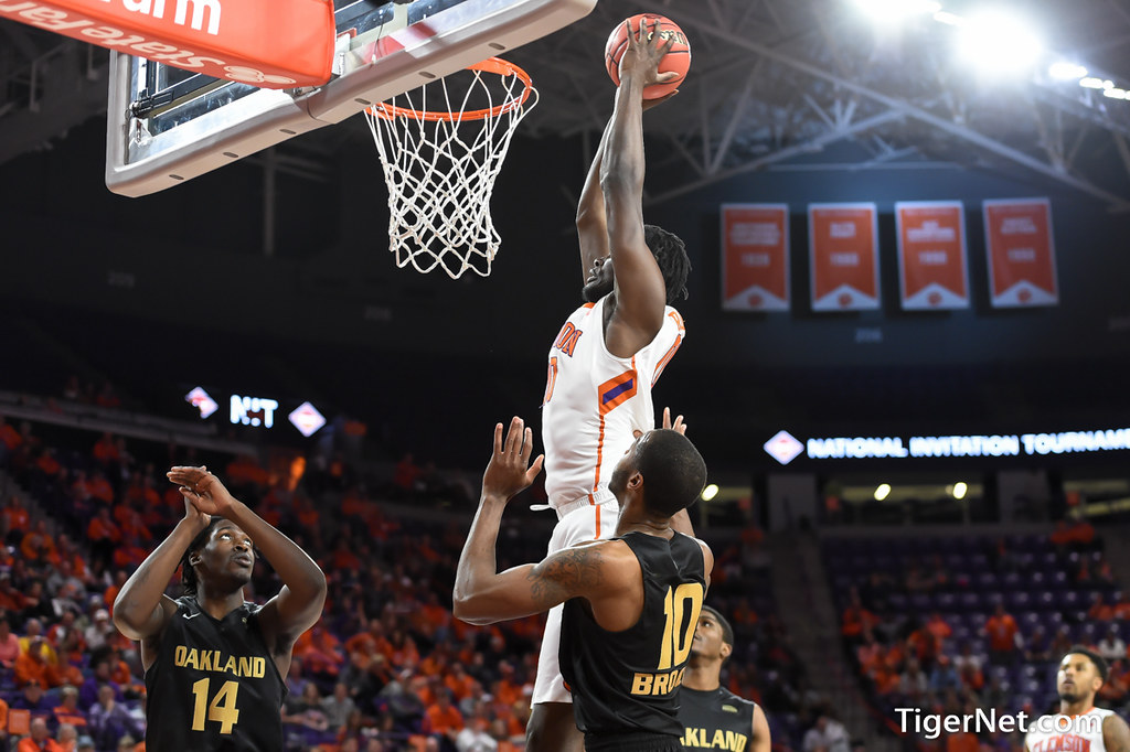 Clemson Photos: Legend  Robertin, 2017, Basketball, oakland, nit