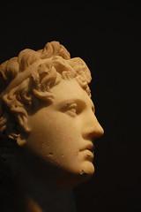 Κεφάλι νέου ἄνδρα μὲ ἰδεαλιστικὰ χαρακτηριστικά. / Head of a young man with idealized features.