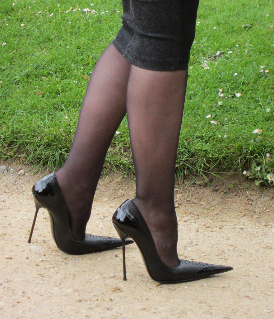 pointed toes fetish goth
