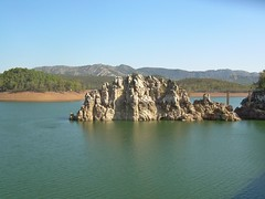 Embalse de Orellana (Badajoz). (Jesuskyman) Tags: embalse infraestructura paisajenatural geografahumana hidrologa embalsedeorellana paisajeantrpico planbadajoz geografafsica geografaeconmica paisajelacustre