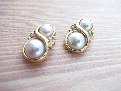 Vintage Gold & Pearl Figure 8 Earrings