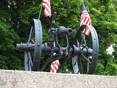Faux Artillery in Neville (Lunken Spotter) Tags: ohio memorial worldwari cannon unknown artillery oh preserved ww1 warmemorial ohioriver worldwar1 neville unidentifed artillerypiece