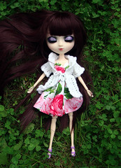 Flowers (Virvatulia) Tags: red nature outside dress hood pullip bloody cardigan eyelids audreyclarakaty monikakawa