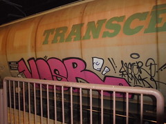 132 (en-ri) Tags: vesr mmk rosa nero train torino graffiti writing treno merci freight transcereales bianco
