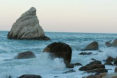 DSC_7647 (Michele d'Ancona) Tags: mare scogli agitato mosso schiuma onde azzurro vela