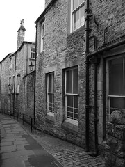 SIDE STREET (Davesuvz) Tags: old england bw black english stone blackwhite alley cottage backstreet cobble alleyway cobbles