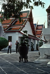 Wat Arun temple, Bangkok (1982) (Duncan+Gladys) Tags: thailand bangkok enhanced th