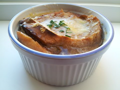 French Onion Soup (StarryGwee) Tags: france cheese french soup onion onionsoup frenchonionsoup frenchsoup