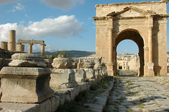 Decumanus Maximus and the Northern Tetrapylon (Consulente per Viaggiare) Tags: jordan jerash  tetrapylon giordania decumanus  giordaniadue