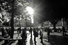 Sunday People (19/365) (Auris S.) Tags: city people sun square afternoon shadows shade photoaday gathering noon pictureaday project365 365days eos450d canonef28mmf18usm 3652014