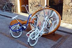 """""""specchio, specchio delle mie brame, chi ha la bicicletta più bella del reame?"""" (MaOrI1563) Tags: italy bicycle mirror florence italia tuscany bici firenze toscana specchio bicicletta biciclette graziella vicolodelloro maori1563"""