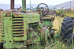 John Deere (Rebekahdg) Tags: tractor oregon outdoors johndeere countrylife countryliving easternoregon canonphotography