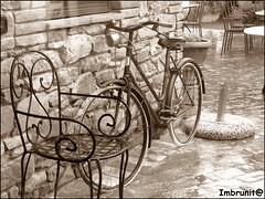 retr (imma.brunetti) Tags: pietre pioggia sedia umbria bicicletta lagotrasimeno ferrobattuto