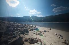 ... (Akijos) Tags: thisphotorocks tokina atx116 1116mmf28 11mm tokina1116 nikon nikkor d7000 srl lago lake blu blue ray sun beach rocks roce pietre foschia