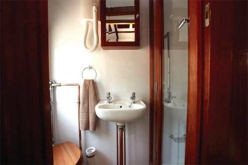 Shongololo Gold-Bath-640x427