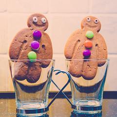 72 ~ 365 (BGDL) Tags: lightroomcc nikond7000 bgdl high5~365 afsnikkor18105mm13556g nikonsb700speedlight kitchen coffeecups gingerbreadmen goodies pair
