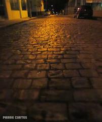 No Fim da Rua (Pierre Cortes) Tags: street car dark stones carro rua pedras escuro