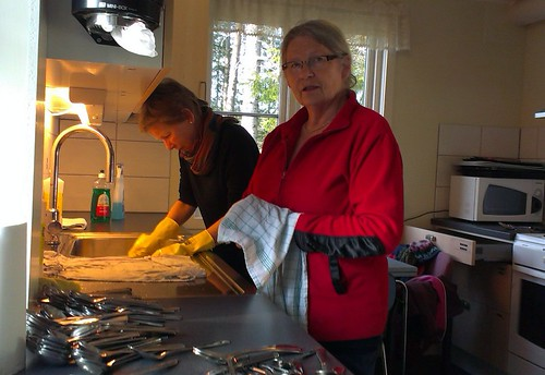 Dugnad 2014 nr1: Rigmor og Berit vaskar