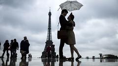 Туристы на площади Трокадеро в Париже, 2013 год.
