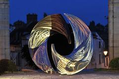 Spirale lumineuse dans la ville (Hélène Quintaine) Tags: sculpture france lumière spirale anneau cercle disque acier courbe inox sculpteur essonne lumineuse arpajon hélicoïdale perceptive1 acierinoxmassif guillaumeroche