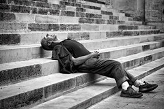 Prendre la mouche (Ma Poupoule) Tags: street travel people bw blackwhite homeless adventure strasbourg rue noirblanc mapoule