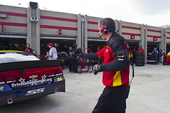 Jeff Gordon Races in Atlanta (AARPPhotos) Tags: car race drive automobile track driving pit tires jeffgordon staff nascar behindthescenes aarp pitcrew carrace drivetoendhunger
