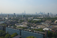 London haze skyline Central (Manuel.A.69) Tags: city uk england urban panorama london tower silhouette skyline concrete google europe flickr estate view south jungle londres angleterre blocks londra ville urbain mtropole southeastlondon pepysestate appert