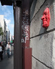 Sérénité (Filippo Tolot) Tags: street paris muro canon eos casa strada arte semaforo rosso francia filippo divertente parigi muri faccia rossa