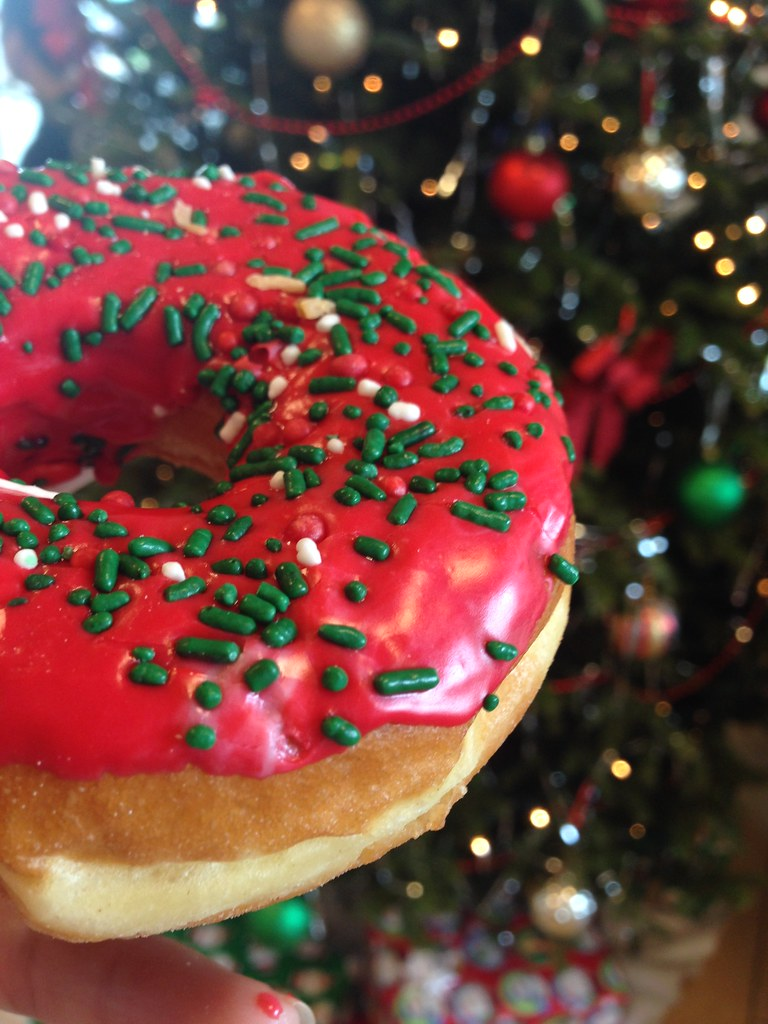 Christmas Donut  North Miami Dunkin Donuts (miamism) Tags: Christmas Pink  Food Green
