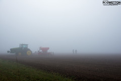 L_KNP5230-2 (Rodney Wetton) Tags: mist tractor misty lincolnshire daffodil johndeere sowing mistymorning lincolnshirewolds sowingseeds edlington capnilfarm