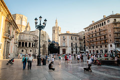 Plaza de la Virgen - Valencia, Spain (trondjs) Tags: plaza city travel summer people españa holiday church valencia canon evening town spain exterior cathedral streetlamp dove streetphotography historical oldtown 1740mm 2012 plazadelavirgen trondjs elmicalet lacatedraldevalencia 5dmarkii 5dmk2