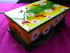 Caja Multiusos Margaritas (Taller Mariposas Amarillas) Tags: arte country mdf decoracion margaritas caja multiusos mujer niña