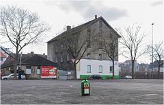 PLATZHIRSCH (Earl of Klueth) Tags: detmold kronenplatz baüme jägermeister earlofklueth architektur pkw sonntagmittag
