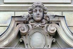 P1400309 Broumov, rynek. Czechia (stapaw) Tags: královéhradecký kraj rzeźba sculpture głowa head