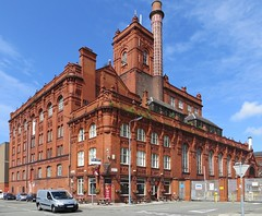 To Let.  1 July 2013. (philipgmayer) Tags: cains higsons brewery toxteth liverpool listed closed stanhopestreet graftonstreet 1000
