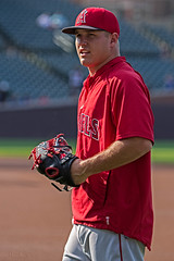 Mike Trout (John Leon-Guerrero) Tags: red chicago black mike speed losangeles baseball nike angels glove cubs wrigleyfield trout 27 majestic battingpractice mlb rawlings outfield outfielder centerfielder miketrout